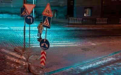 5 Strange US Road Signs (And What They Mean)
